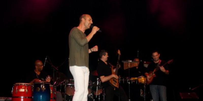 françois , musicien Chanteur en représentation à Bouches du Rhône - photo de couverture