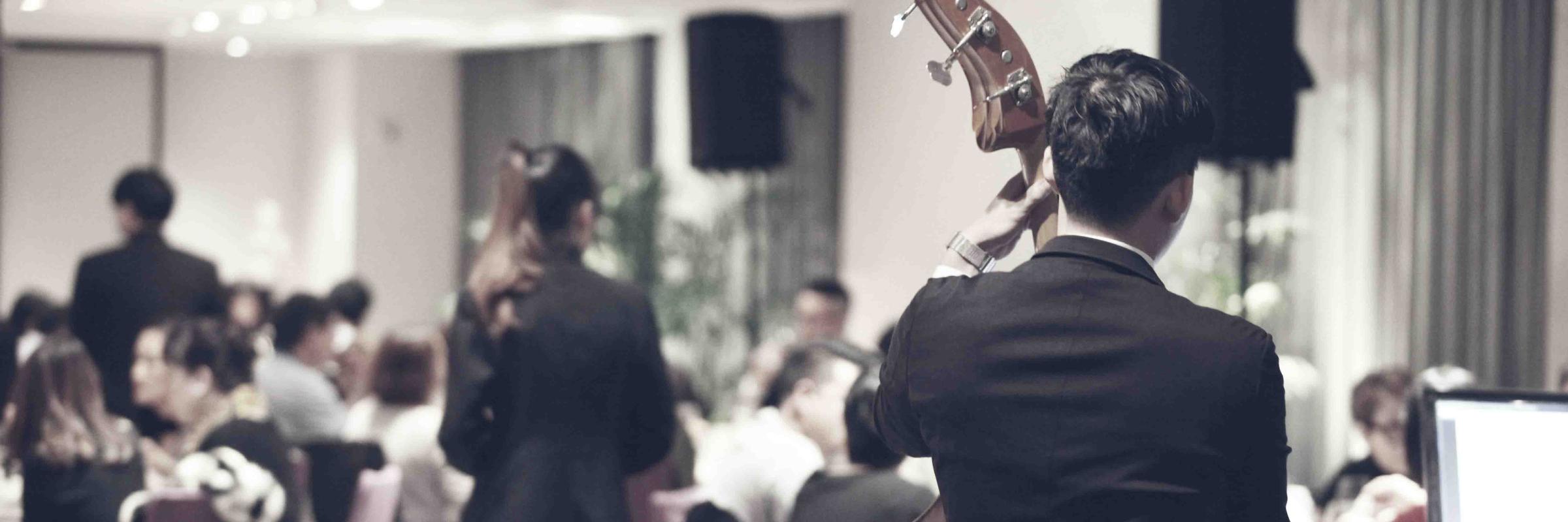 Gomina Swing, groupe de musique Chanteur en représentation à Isère - photo de couverture n° 2