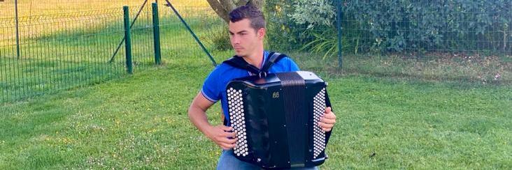 Cadet Teddy, musicien Accordéoniste en représentation à Jura - photo de couverture