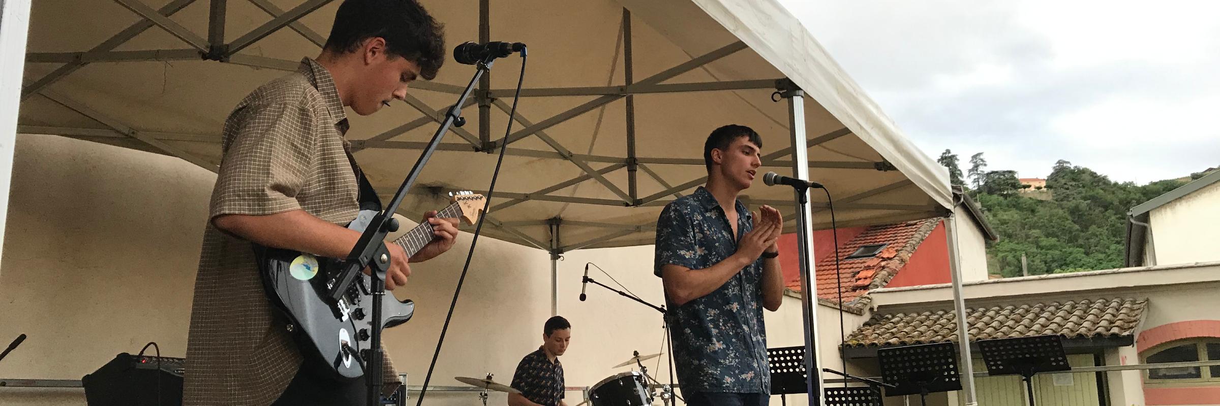 Bumbleby, groupe de musique Soul en représentation à Isère - photo de couverture