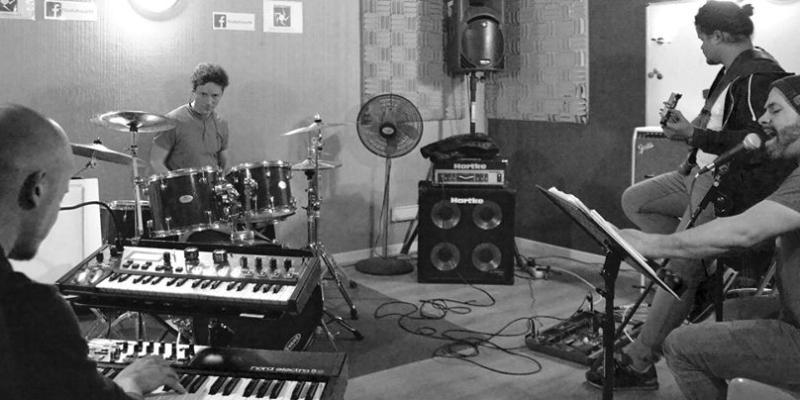 Ribo, groupe de musique Soul en représentation - photo de couverture