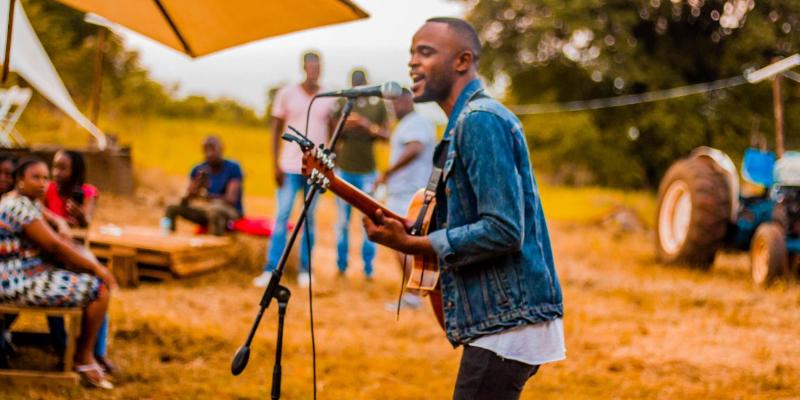 TondiRams, musicien Chanteur en représentation - photo de couverture
