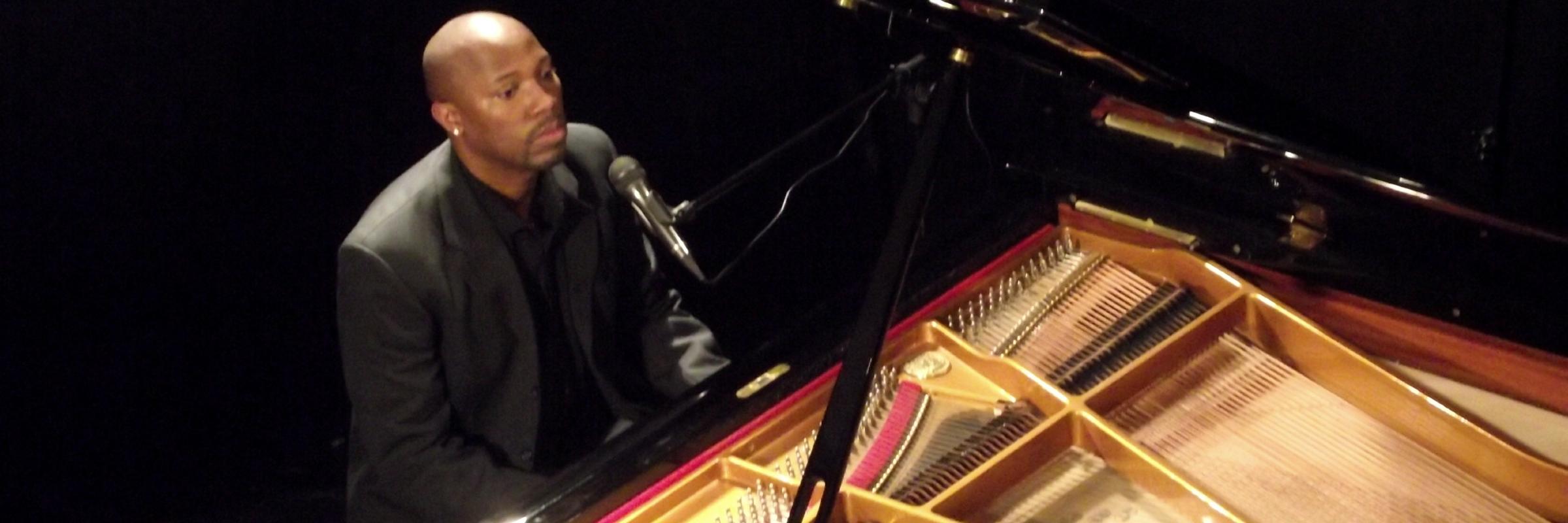 Yossi zik, musicien Chanteur en représentation à Seine Maritime - photo de couverture