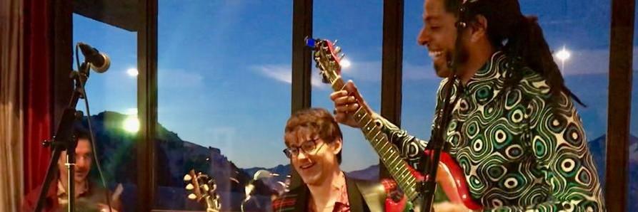 The Hugos, groupe de musique Guitariste en représentation à Paris - photo de couverture n° 2