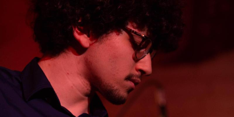 Maxwell Enndewell, musicien Guitariste en représentation à Hauts de Seine - photo de couverture n° 1
