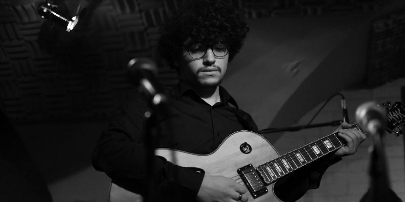 Maxwell Enndewell, musicien Guitariste en représentation à Hauts de Seine - photo de couverture n° 3