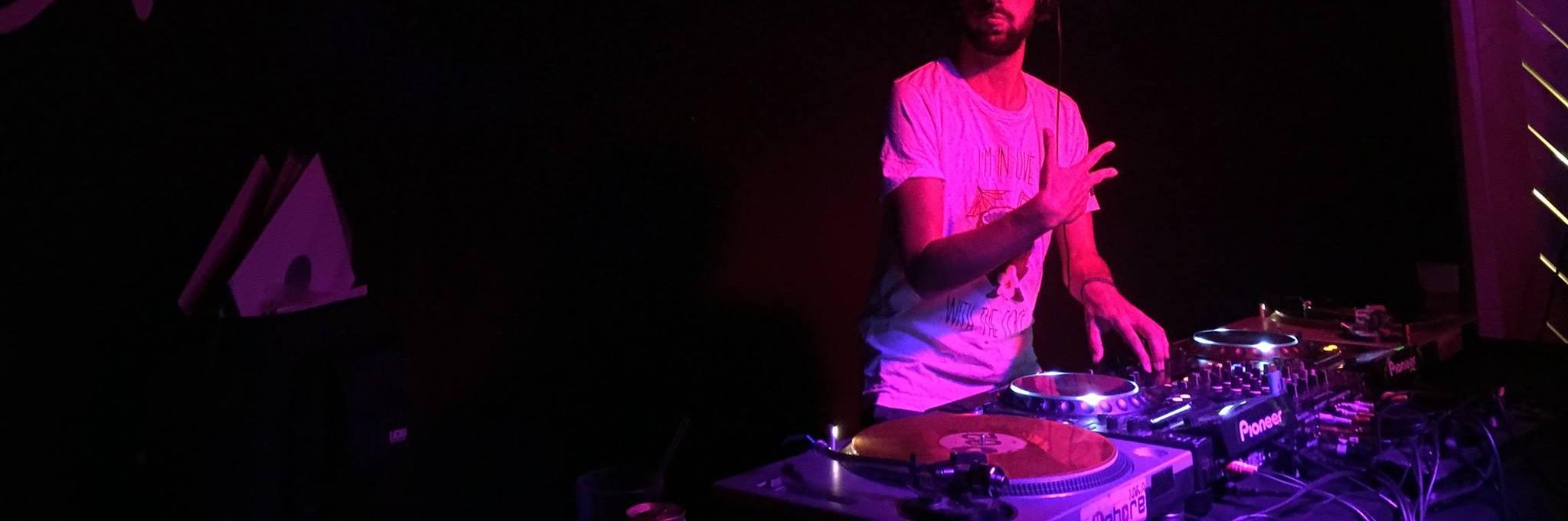 DSM, musicien Electronique en représentation à Paris - photo de couverture