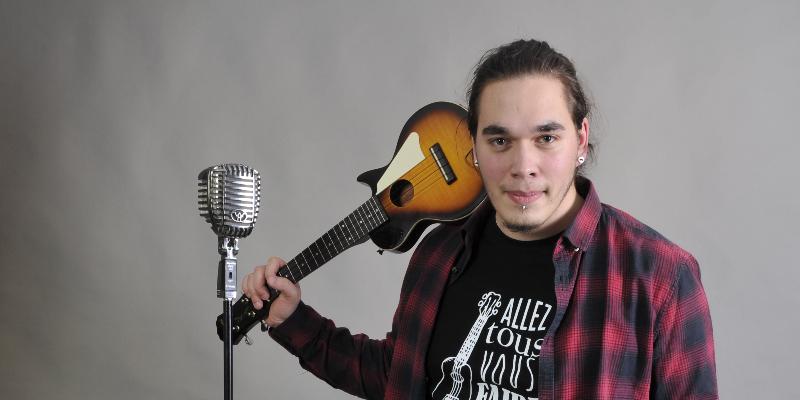 Maxime, musicien Chanteur en représentation - photo de couverture n° 2