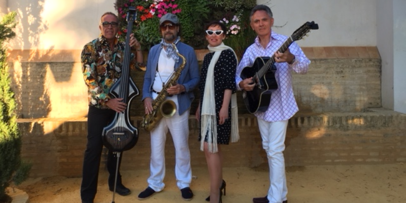 Mercedes y los viajeros, groupe de musique Chanteur en représentation - photo de couverture n° 1