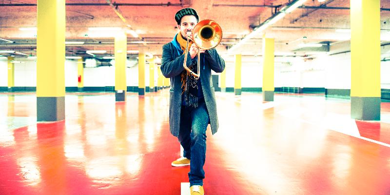Hybrid Music, musicien Electronique en représentation - photo de couverture
