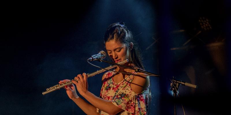 Mÿ, musicien Chanteur en représentation à Paris - photo de couverture