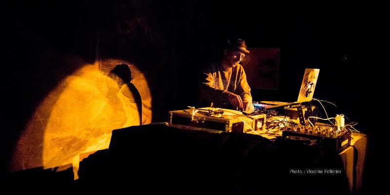 eKliTe, DJ Dj en représentation - photo de couverture n° 1