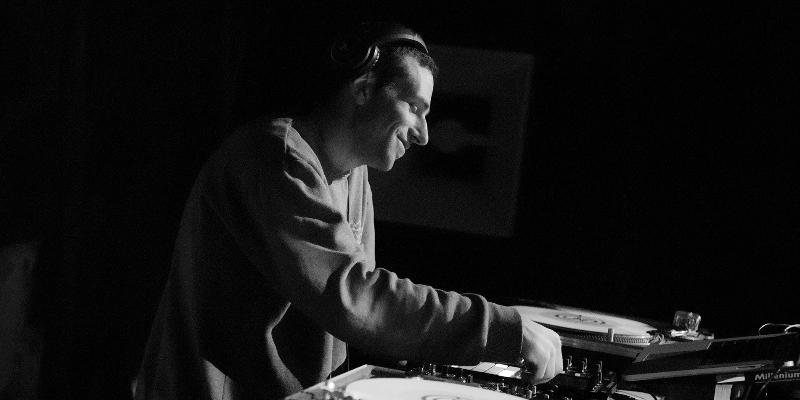 eKliTe, DJ Dj en représentation - photo de couverture n° 2