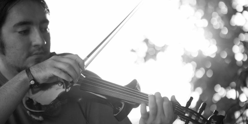 Mikel P., musicien Chanteur en représentation à Paris - photo de couverture n° 2