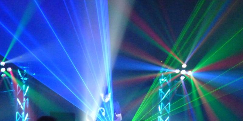 Pandora, DJ Dj en représentation - photo de couverture n° 1