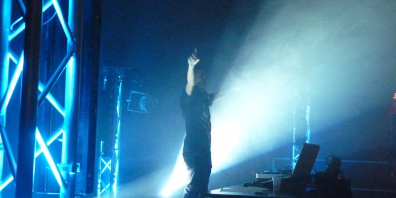 Pandora, DJ Dj en représentation - photo de couverture n° 2