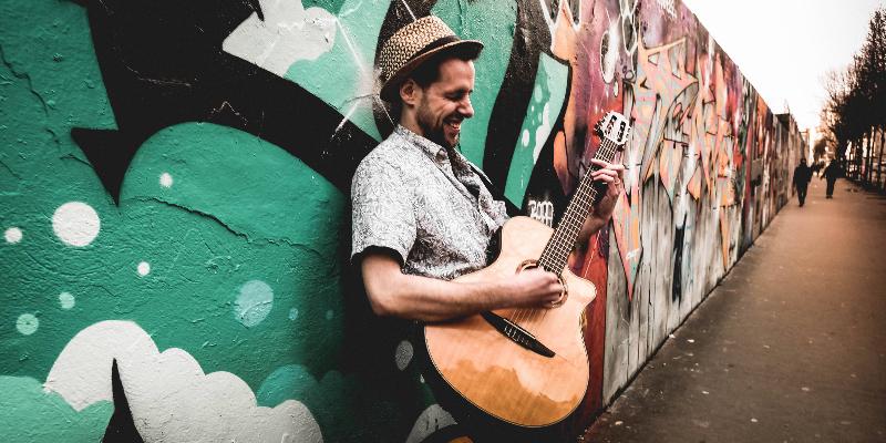 Niko Vueltas, musicien Latino en représentation à Essone - photo de couverture n° 2
