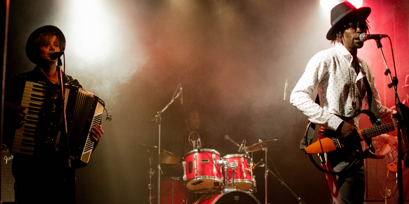 Sora Yaa, groupe de musique Musique Africaine en représentation à Paris - photo de couverture n° 1