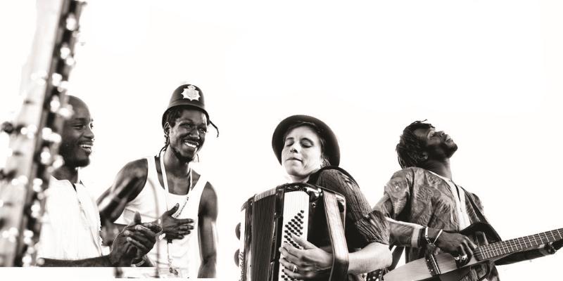 Sora Yaa, groupe de musique Musique Africaine en représentation à Paris - photo de couverture n° 2