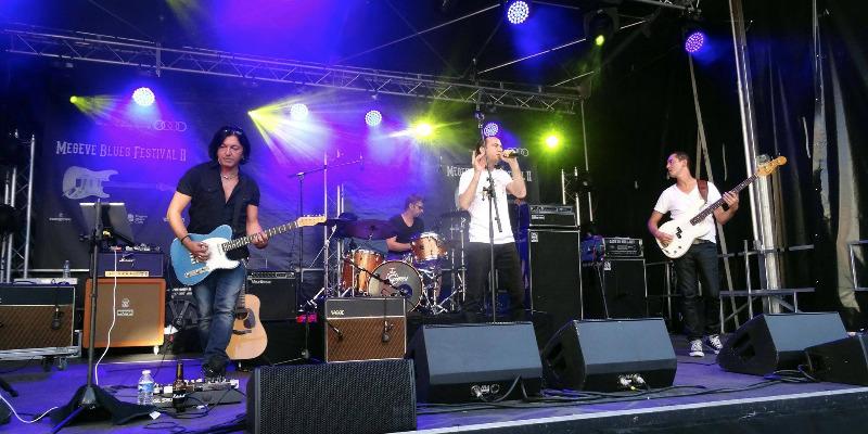 ELES, groupe de musique Chanteur en représentation à Paris - photo de couverture