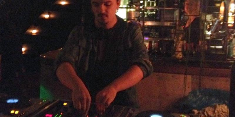 Fozzie Bx, DJ Dj en représentation - photo de couverture n° 2