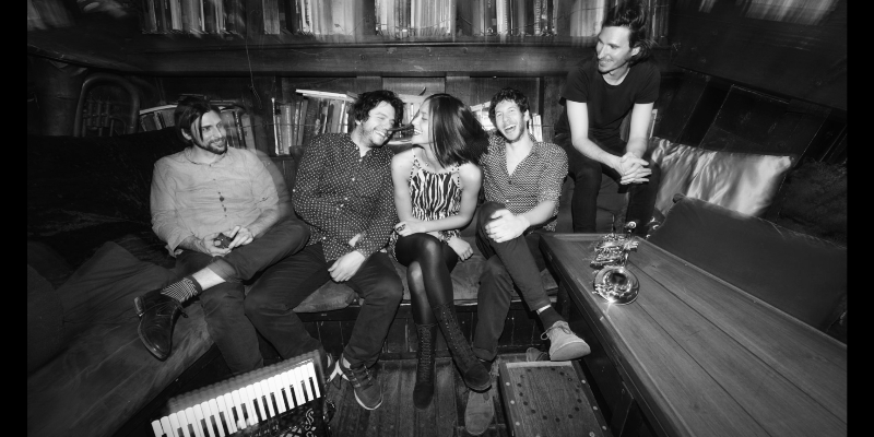 CARMEN, groupe de musique Pop en représentation - photo de couverture