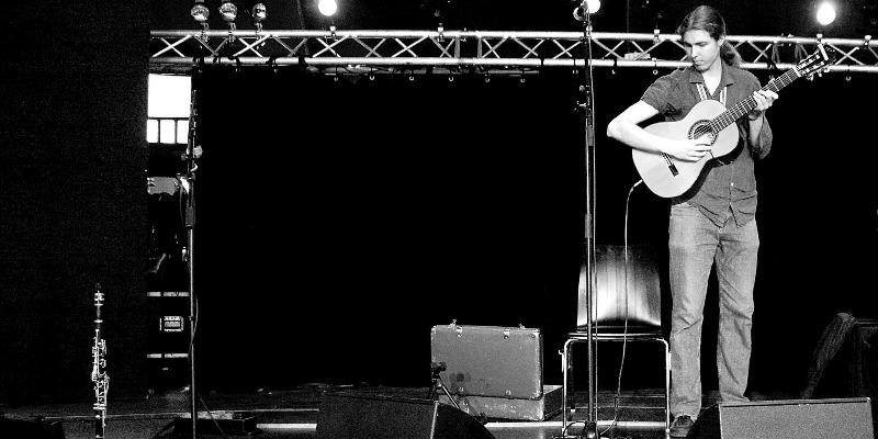 Arnaud Ribot, musicien Chanteur en représentation - photo de couverture n° 2