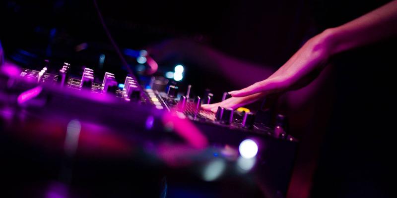 Dj Lisa Moon alias L'Hydre, DJ Dj en représentation - photo de couverture n° 3