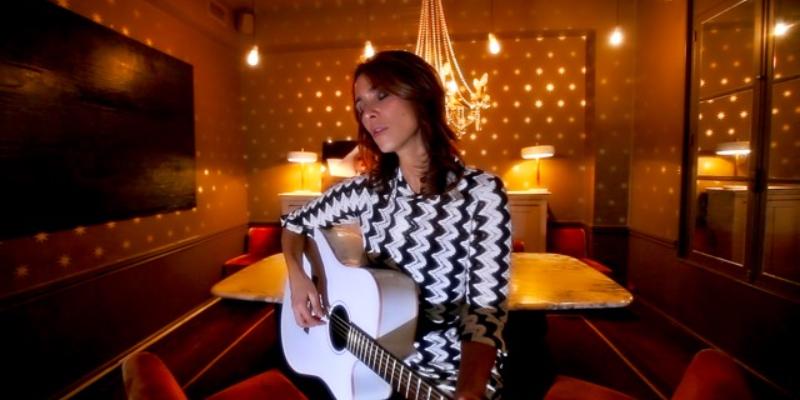 Florence Touiar, musicien Chanteur en représentation à Val de Marne - photo de couverture