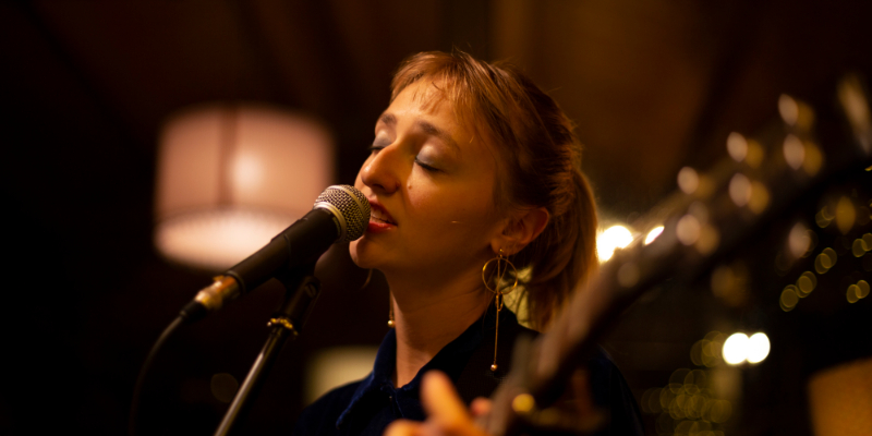 Mackenzie Leighton, musicien Chanteur en représentation à Paris - photo de couverture n° 1