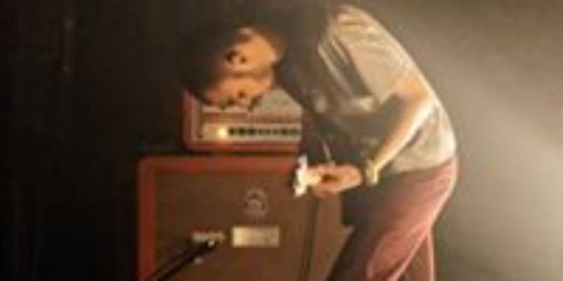 Tomoe, musicien Rock en représentation - photo de couverture n° 2