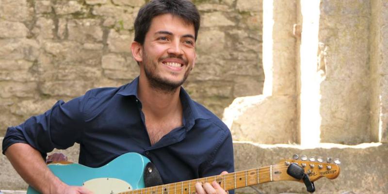Jean-Baptiste Hardy, groupe de musique Guitariste en représentation à Paris - photo de couverture n° 2