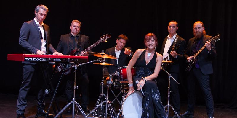 Orchestre Live One, groupe de musique Rock en représentation à Seine et Marne - photo de couverture n° 2