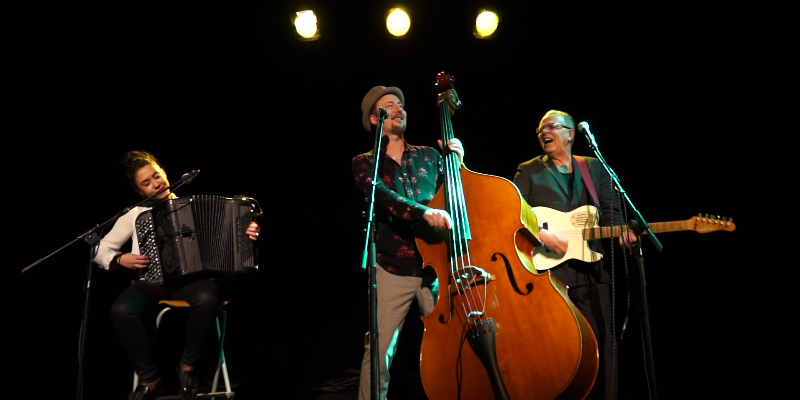 LA MARQUISE , groupe de musique Chanteur en représentation à Paris - photo de couverture n° 2