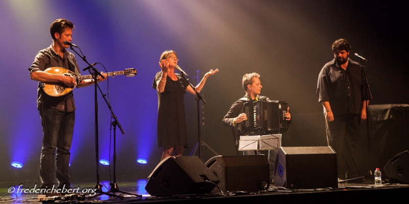 La Bergère / Les Noumènes / Ladrolla, groupe de musique Chanteur en représentation - photo de couverture n° 2