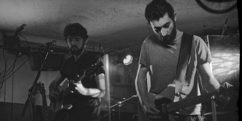 Waking at dusk, groupe de musique Acoustique en représentation - photo de couverture