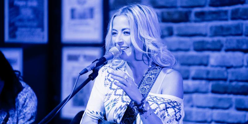 Mary Reynaud, musicien Acoustique en représentation - photo de couverture n° 2