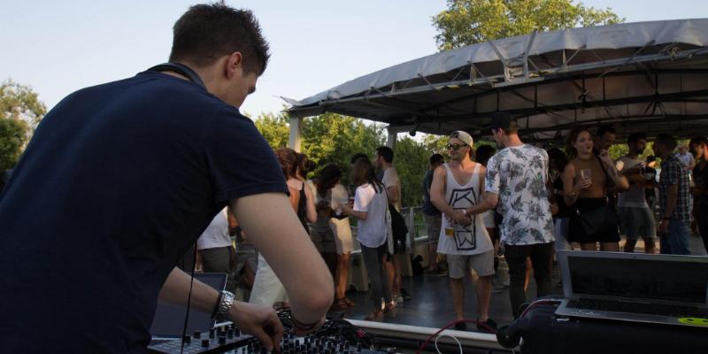 Florent Volt, DJ Dj en représentation - photo de couverture