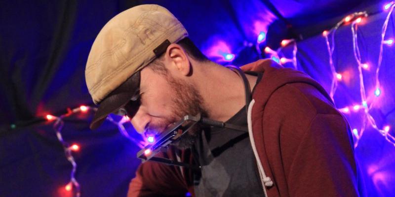 Pierre Denaes, musicien Acoustique en représentation à Rhône - photo de couverture n° 1
