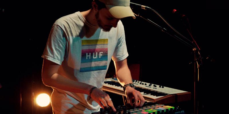 Hugo Bourgeat, musicien Chanteur en représentation à Haute Garonne - photo de couverture n° 1