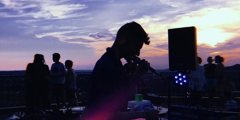 Hugo Bourgeat, musicien Chanteur en représentation à Haute Garonne - photo de couverture n° 3