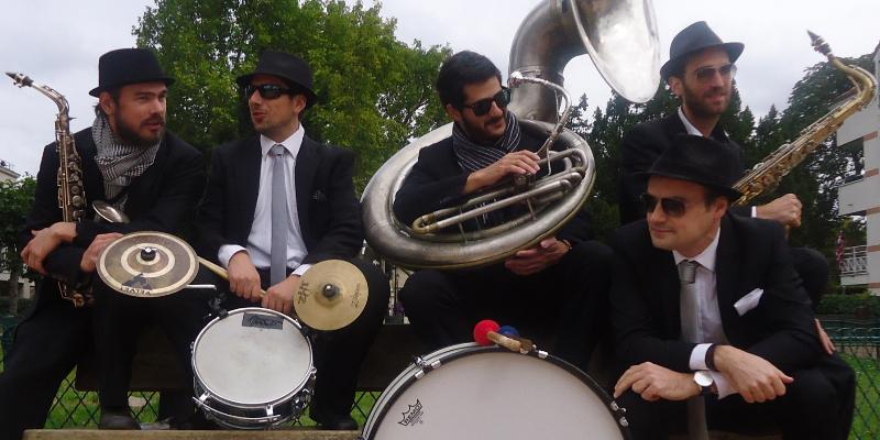 Les Dromaludaires, groupe de musique Fanfare en représentation à Paris - photo de couverture n° 2