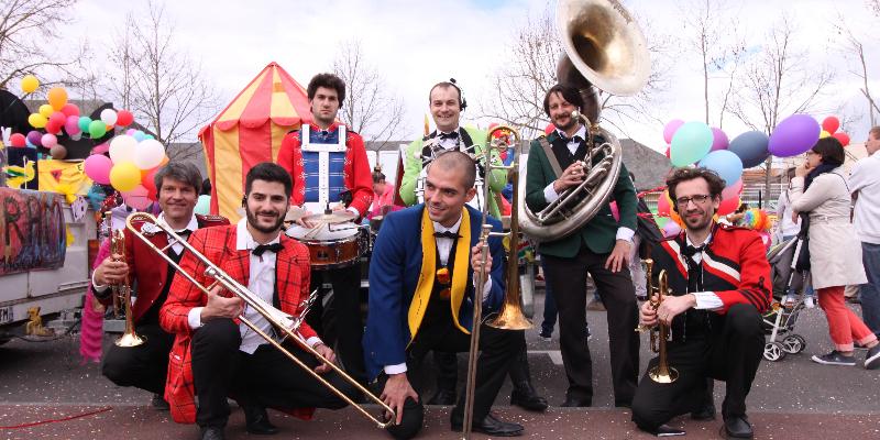 Les Dromaludaires, groupe de musique Fanfare en représentation à Paris - photo de couverture n° 3