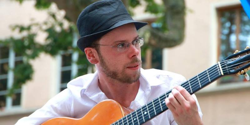 La Tostaki compagnie, musicien Guitariste en représentation à Rhône - photo de couverture n° 3