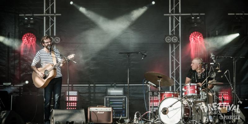 Vibrations sur le fil, musicien Chanteur en représentation à Rhône - photo de couverture