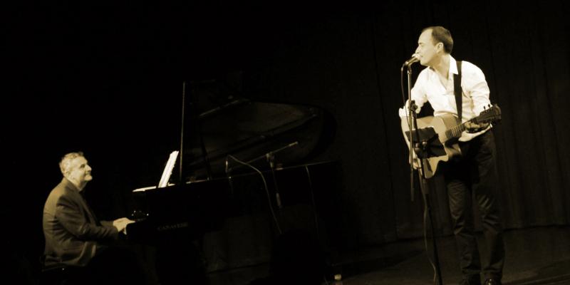 Viano, groupe de musique Chanteur en représentation à Alpes Maritimes - photo de couverture n° 2