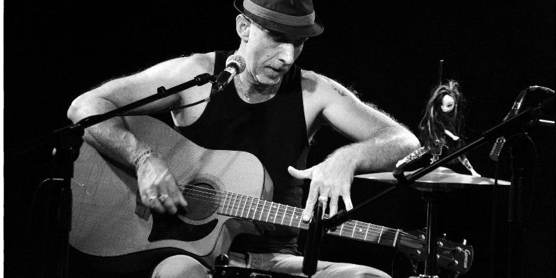 Slim Faste & his one man band, musicien Chanteur en représentation à Aveyron - photo de couverture