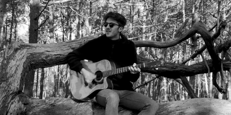 Simon Prevost, musicien Chanteur en représentation à Seine Saint Denis - photo de couverture
