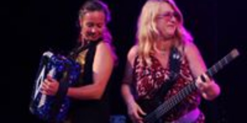 Les Poulettes, groupe de musique Pop en représentation à Bouches du Rhône - photo de couverture n° 3