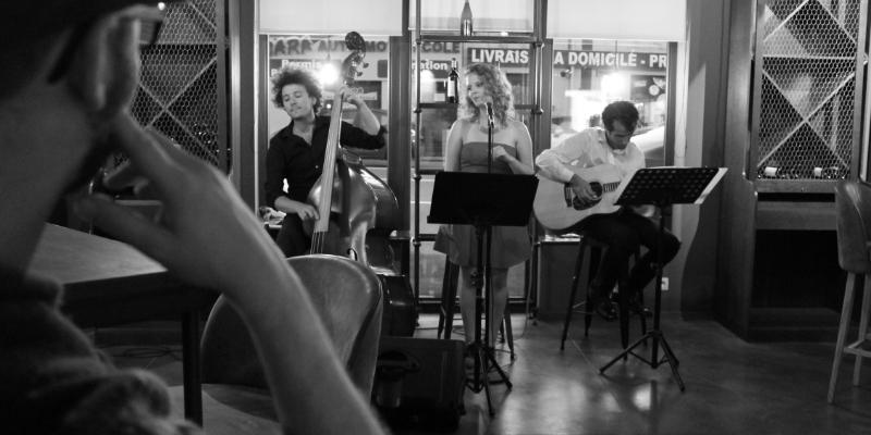 Sofa Acoustic , groupe de musique Jazz en représentation à Pas de Calais - photo de couverture